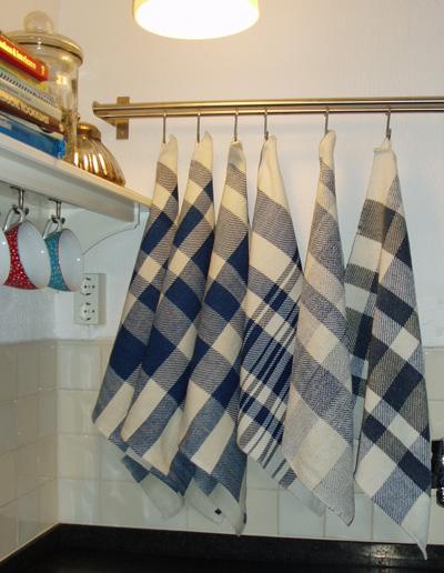 Keukendoeken van katoen en linnen, twee doeken van katoen en chenillegaren.