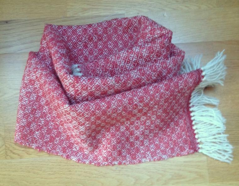 sjaal roze rond gelegd