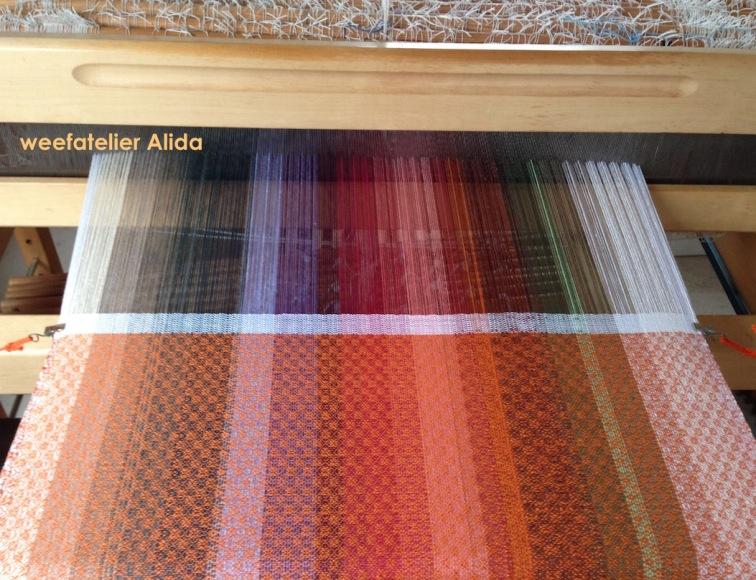 oranje meerkleurige doek