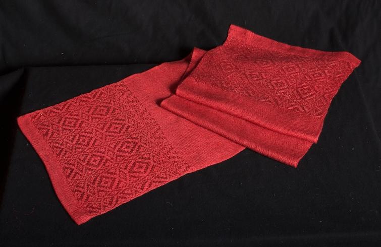 tafelloper, rode zijde en goud