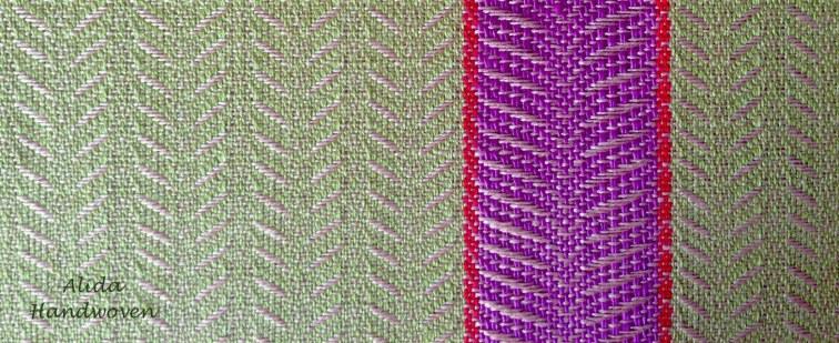 detail zijde groen rose met middenbaan kopie