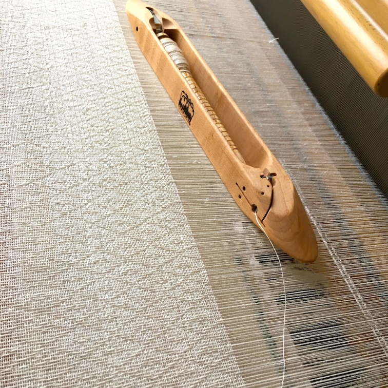 linnen ruit op het weefgetouw