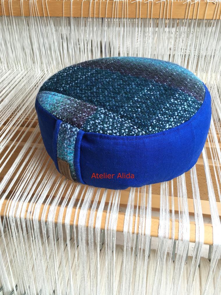 kussen blauwe wol